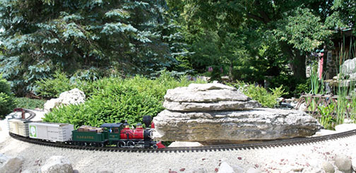 garden-railroad-at-rock_sml